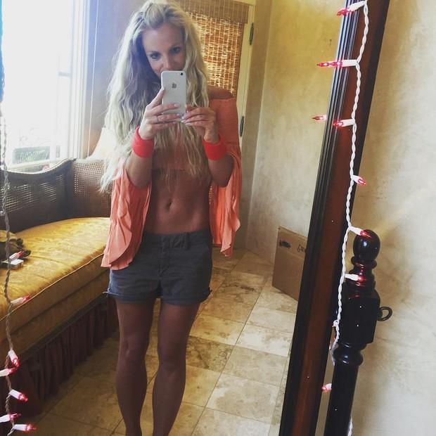 Britney exibe barriga negativa  (Crédito: Reprodução/ Instagram)