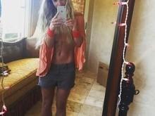 Britney Spears exibe barriga sarada e leva fãs aos delírio