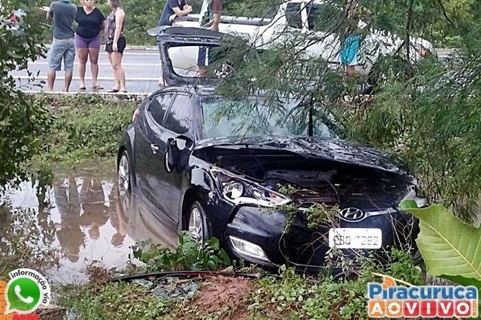 Veículo ficou bastante danificado com acidente (Crédito: Reprodução)