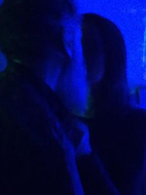Laercio trocou beijos com morena em festa (Crédito: Reprodução)