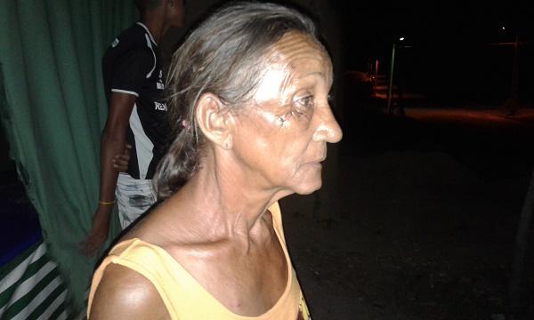 Mulher que foi esfaqueada (Crédito: Reprodução)