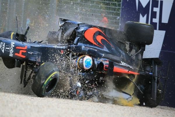 Alonso fraturou uma costela no acidente (Crédito: Getty)