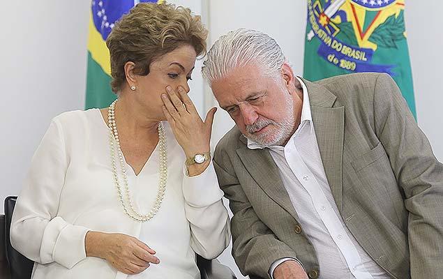 Dilma e Jaques Wagner (Crédito: Folhapress)