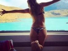 Luana Piovani posa só de lingerie para o marido Pedro Scooby