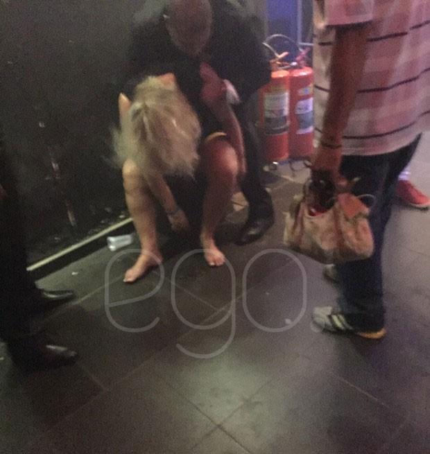 Ana Paula saiu amparada em festa  (Crédito: Ego)
