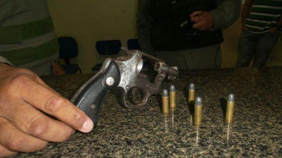 Revolver encontrado  (Crédito: Reprodução)