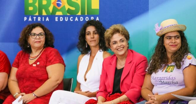"""Dilma Rousseff, durante um ato de """"mulheres em defesa da democracia"""" no Palácio do Planalto"""