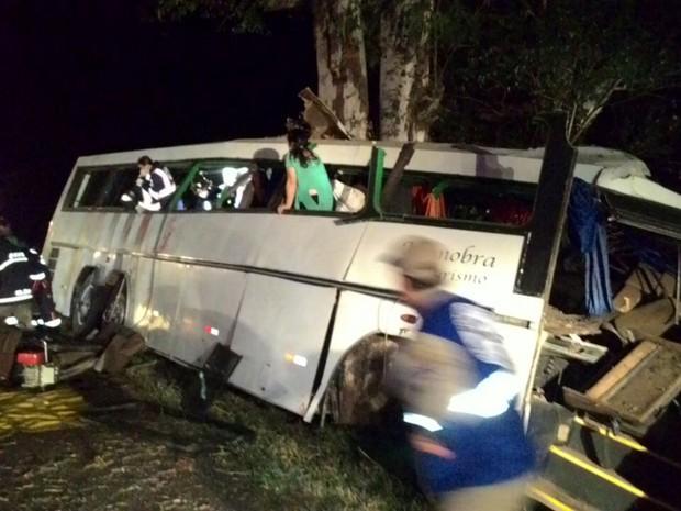 Ao menos nove pessoas morreram no local do acidente (Crédito: José Marcelo Chagas/Cidade Destaque)