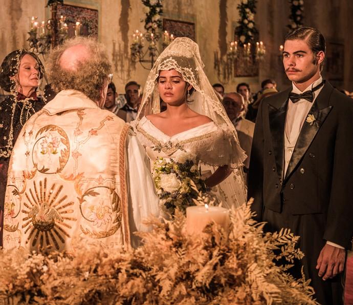 Padre Romão casa Maria Tereza e Carlos Eduardo (Crédito: Caiuá Franco/ Globo)