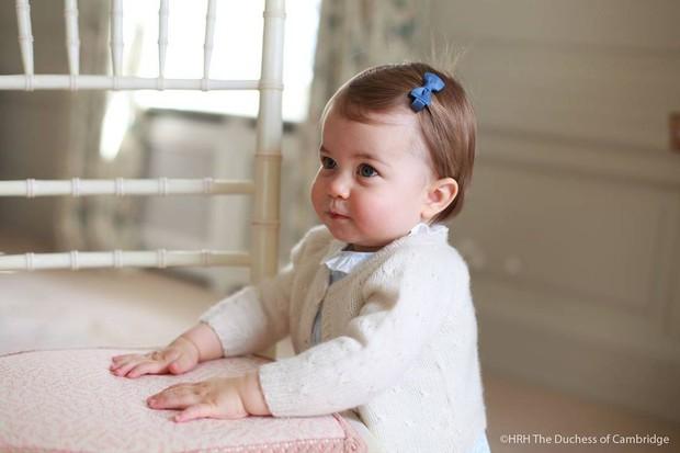 Princesa Charlotte, filha mais nova de Kate Middleton e do príncipe William (Crédito: Reprodução)