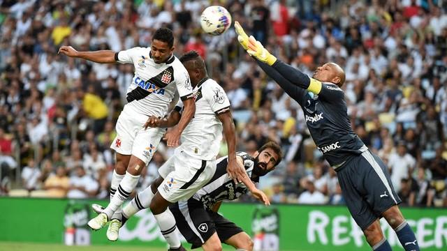Vasco vence Botafogo por 1 a 0 no Maracanã