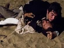 Xavier leva um tiro de Simão e Raposo luta com Mão de Luva