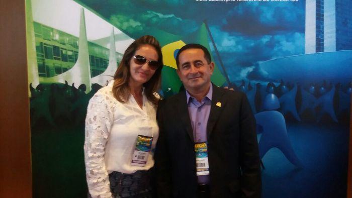 Prefeito de Fronteiras Eudes Ribeiro e a primeira dama do município