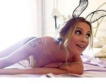 De lingerie, Luana Piovani posta foto de 'coelhinha' e divide fãs