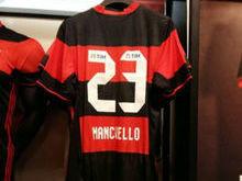 Flamengo terá camisa mais limpa,mas negocia marcas de R$ 15 milhões