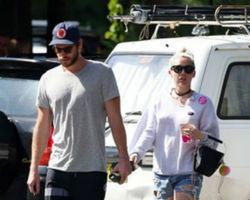 Miley Cyrus está grávida de Liam Hemsworth, diz revista