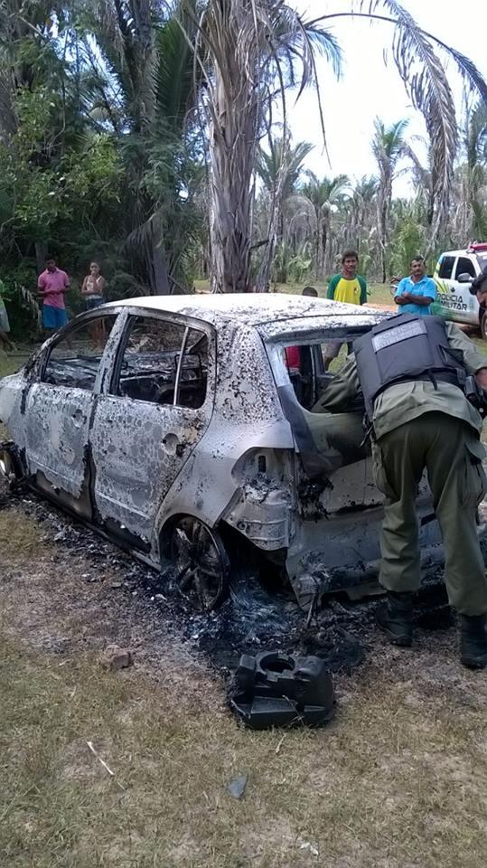 Veículo queimado (Crédito: Plantão Policial PI)