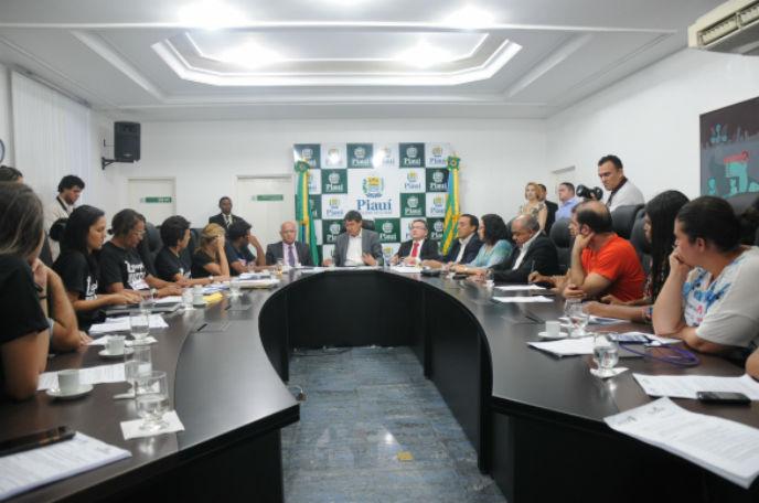 Wellington Dias recebe representantes da UESPI