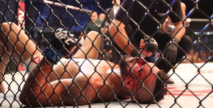 Vitor Belfort foi massacrado por Jacaré  (Crédito: Reprodução)