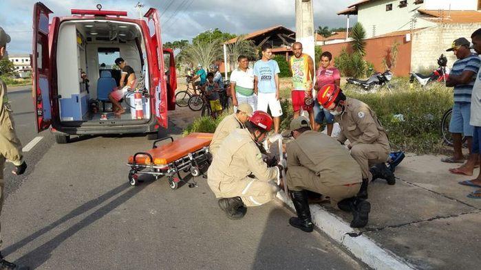 Veículo atropela motociclista  na BR 343 e deixa dois feridos (Crédito: Reprodução)