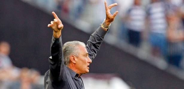 Tite gesticula durante a partida contra o Grêmio (Crédito: Folhapress)