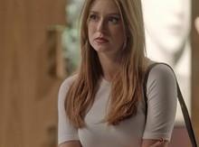 Eliza procura Arthur para dizer sua resposta sobre viagem de Paris
