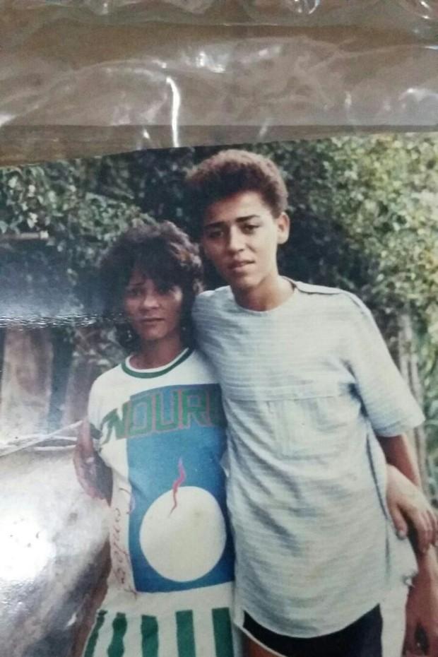 Bruno Porto, à direita, antes de virar Mulher Abacaxi  (Crédito: Arquivo Pessoal )