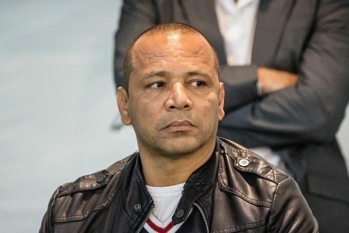 Pai de Neymar dá explicações em CPI