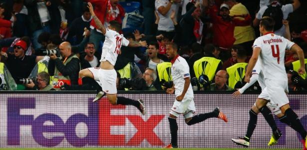 Festa dos jogadores do Sevilla (Crédito: Reuters)