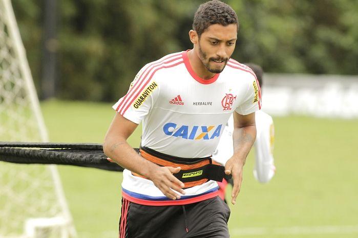 César Martins pode deixar o Fla