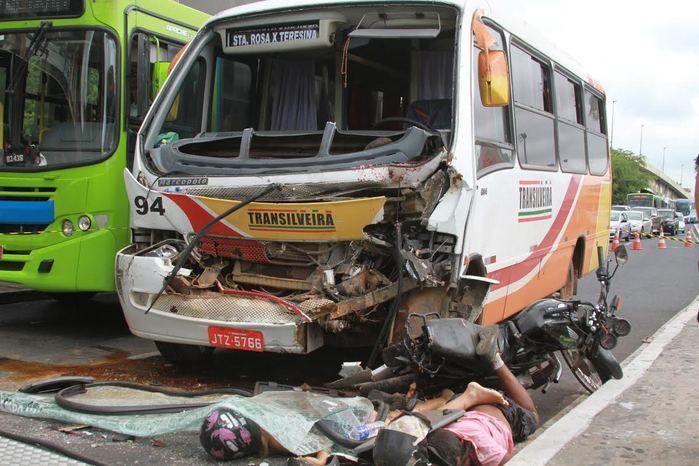 Casal morreu no local do acidente (Crédito: José Alves Filho)