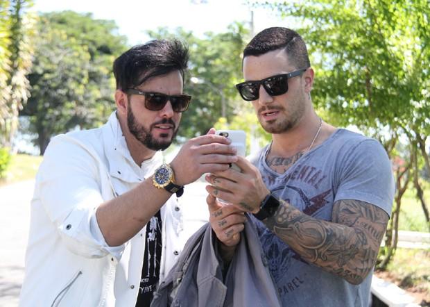"""Felipe Titto vive personagem gay: """"Um amor igual a qualquer outro"""" (Crédito: Reprodução)"""