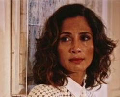 Após beijar Santo, Teresa ficará abalada e quer ir embora de Grotas