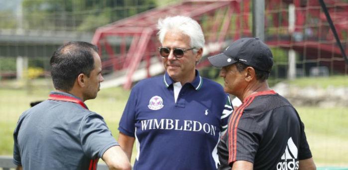 Flávio Godinho (frente), Rodrigo Caetano e Muricy Ramalho no Flamengo (Crédito: Flamengo)