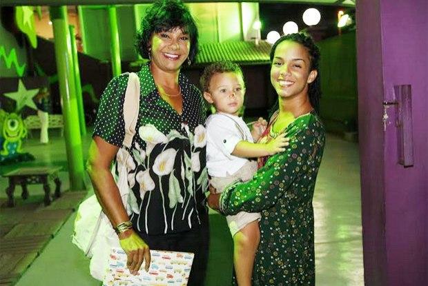 Solange Couto e os filhos (Crédito: Reprodução)