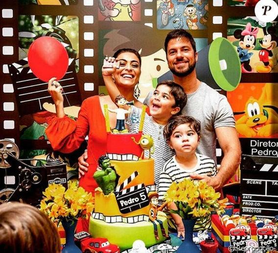 Juliana ao lado dos filhos e do marido  Carlos Eduardo Baptista