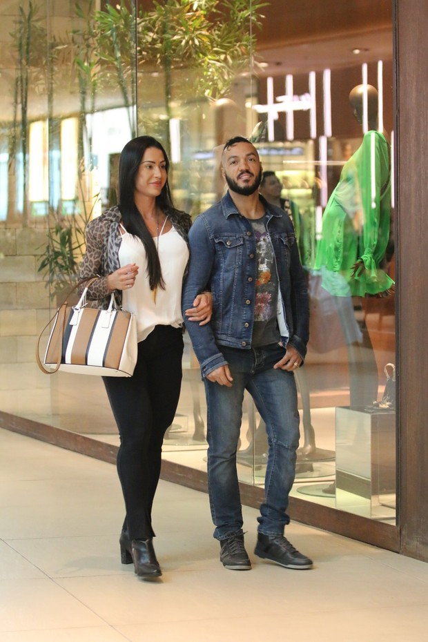 Gracyanne e o cantor Belo
