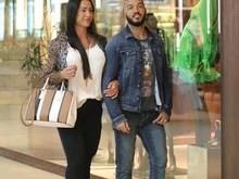 Gracyanne Barbosa passeia em shopping e ostenta bolsa de R$ 10 mil