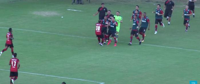 Jogadores do Vitória comemoram gol diante do Corinthians (Crédito: Reprodução)