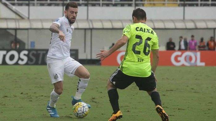 Lucas Lima durante jogada na Vila Belmiro