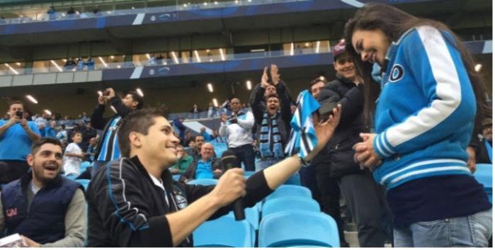 Pedido de casamento na Arena do Grêmio (Crédito: Reprodução)