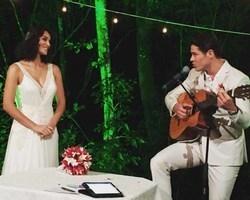 José Loreto e Débora Nascimento se casam e surpreendem os pais