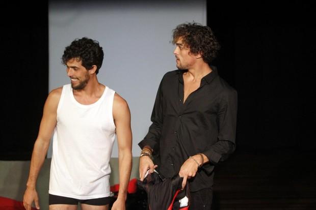 Felipe Roque em peça (Crédito: Reprodução)