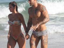 Lucas Lucco leva terceira loira para a praia em dois meses