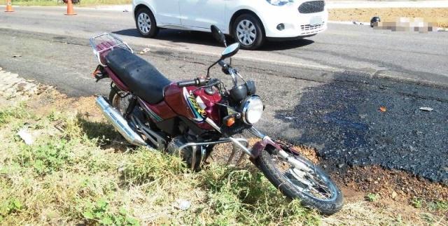 Motocicleta envolvida em acidente (Crédito: Reprodução)
