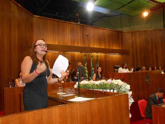 Deputada Flora Izabel