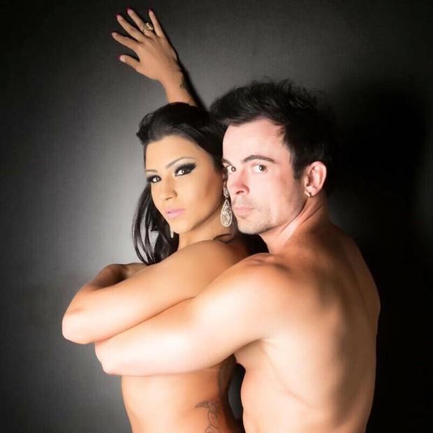 Jenny Miranada posa ao lado do marido Odair Lopes (Crédito: Woody / Co Assessoria / Divulgação)