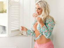 Veridiana Freitas posa sensual e revela:
