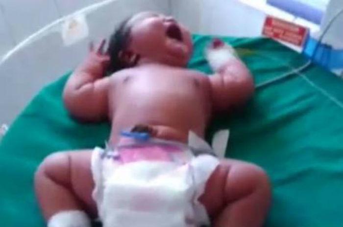 Bebê nasceu com 6,8kg na Índia