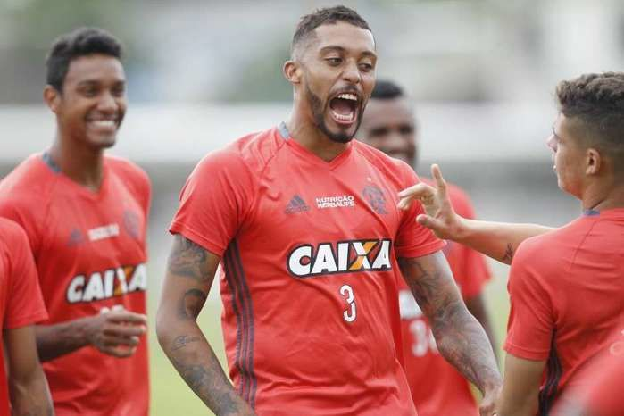 César Martins volta ao grupo do Flamengo